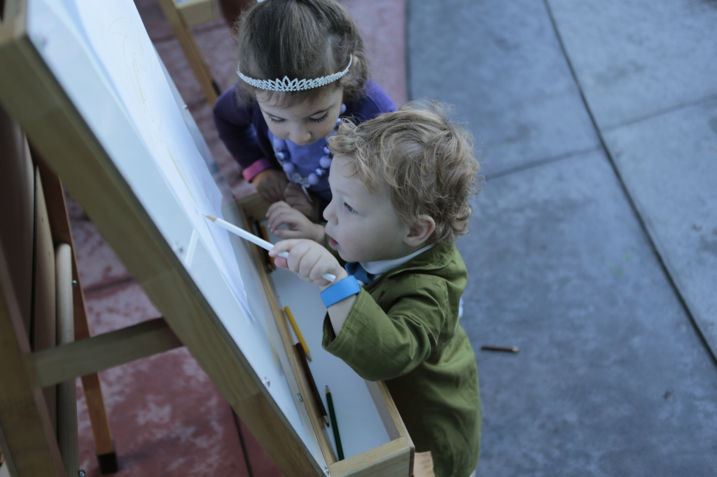 They had big easels set up outside of the front doors of the hotel so Maya and Jacob decided to draw before getting on the bus.